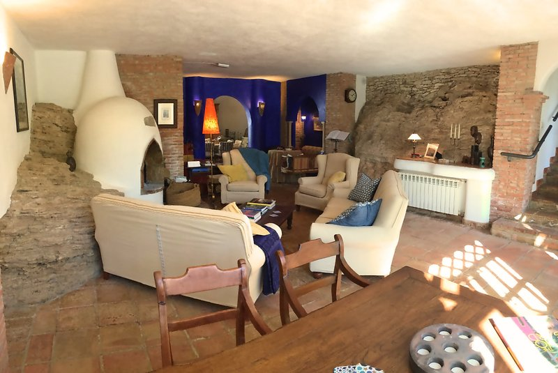 Lumière, spacieuse et aérée - la location de villa de luxe parfaite en Andalousie pour un grand groupe.