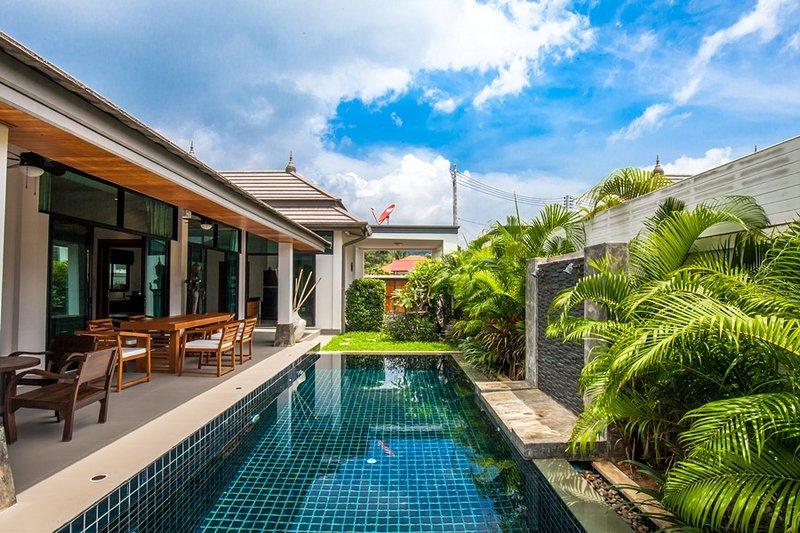 Brand new 3 Bedrooms Pool Villa No.2 in Rawai, holiday rental in Ban Trisuk