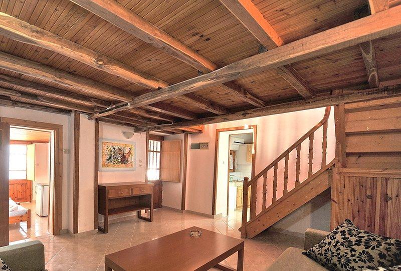 Villa CAMELIA. O conversível sala de estar. O acesso ao quarto com bano, a varanda ea sala