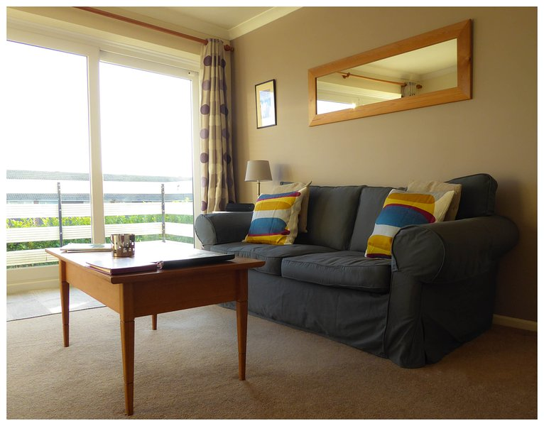 Delightful Apartment in Rest Bay, vacation rental in Bridgend County