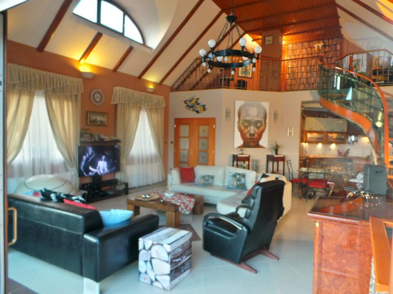 Massive open plan lounge with vaulted ceiling and full A/C. Luxury fittings and fixtures