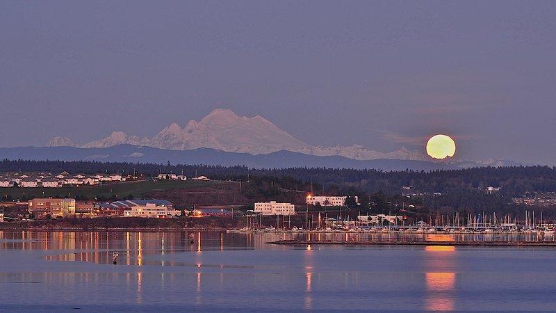 Mount Baker, Oak Harbor Marina e sorgere della luna - dal mazzo!