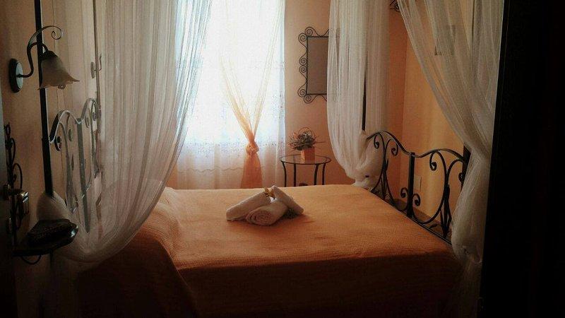 Al Casale La Gerla b&b - camera 2( letto baldacchino, bagno privato), location de vacances à San Vitale