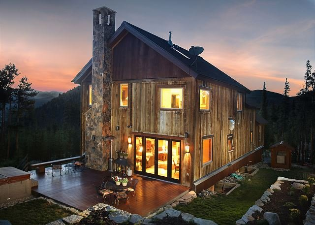 Exquisite Lodge w/ Stunning Panoramic Views, Privacy & Winter Shuttle Service, vacation rental in Breckenridge