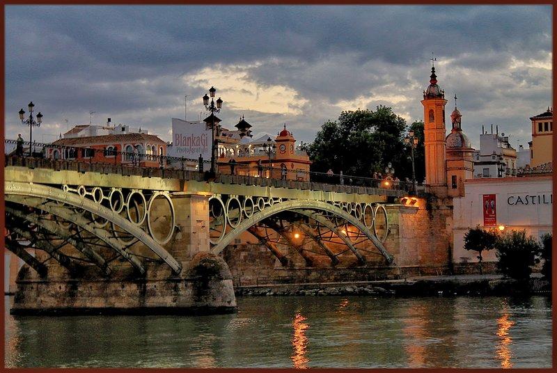 Puente Triana (a 10 min. caminando)