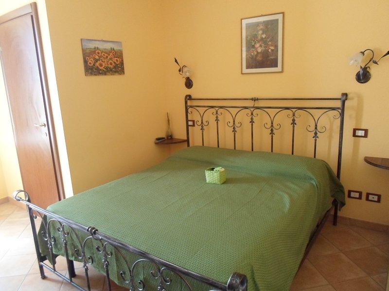 Al Casale La Gerla, camera 1 matrimoniale con bagno privato, location de vacances à San Vitale