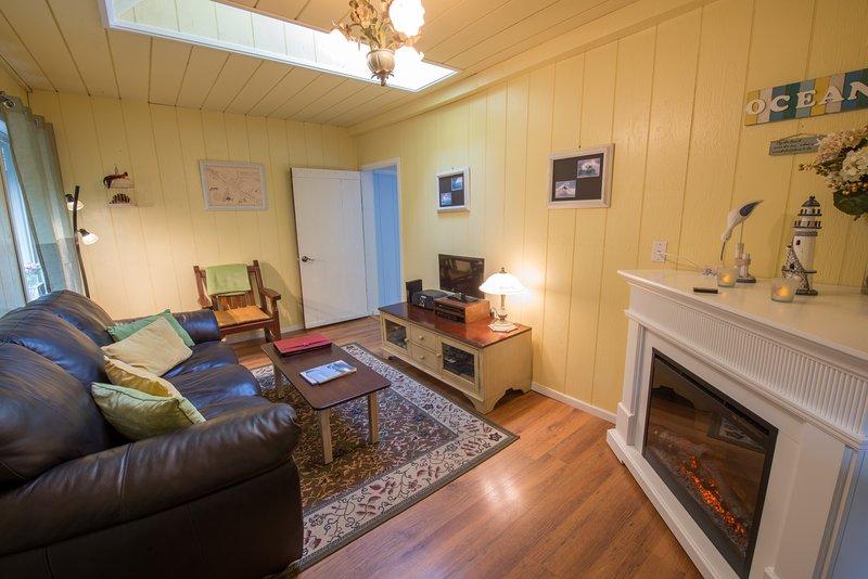 Living Room - Skylights - Fireplace - TV/DVD - Wifi