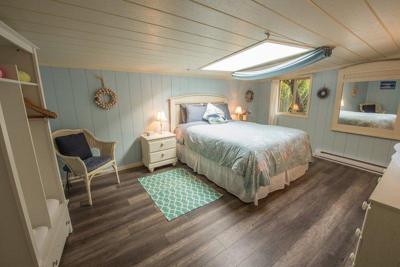 Queen Size Bedroom with Skylight