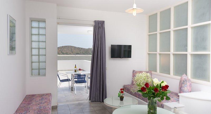 Luxurious 1-bedroom Apartment with  Sea-View, alquiler vacacional en Elounda