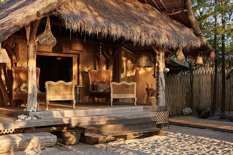 The Crusoe Beach House: 5 bedroom and private pool, vacation rental in Lombok