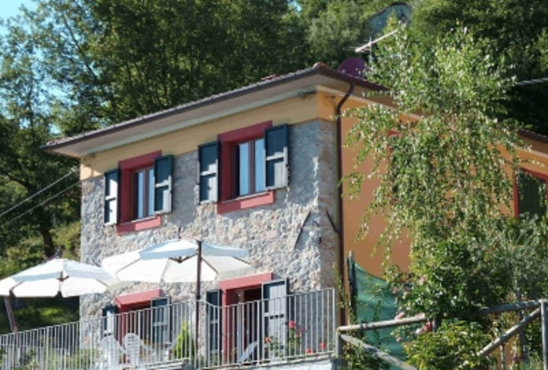 Panoramic Holiday Villa for rent in Barga close to Lucca,Pisa, Florence, Tuscany, Ferienwohnung in Barga