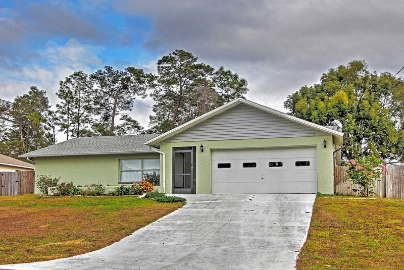 This serene 2-bedroom vacation rental home in Spring Hill is the perfect setting for your next retreat!