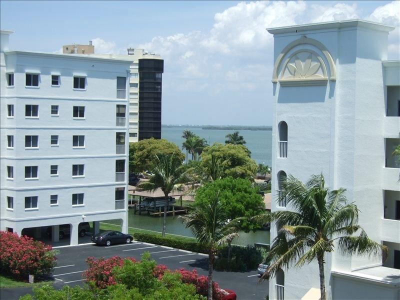 Vista de Estero Bay a partir da frente do condomínio