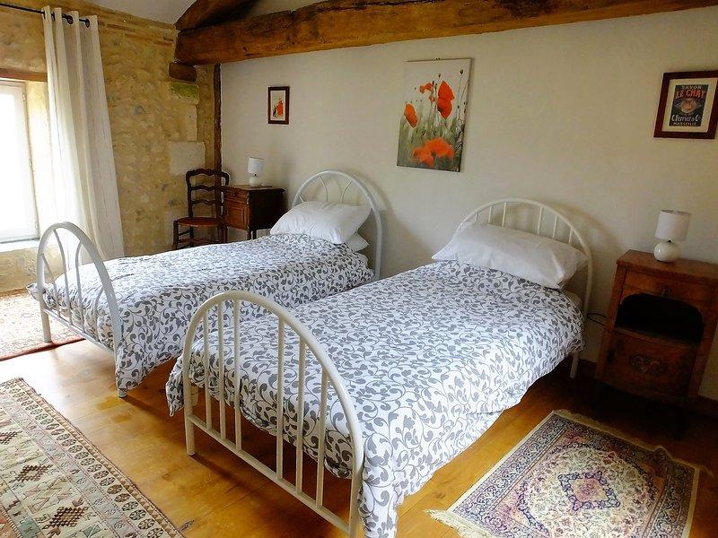 Triple bedroom (3 single beds)