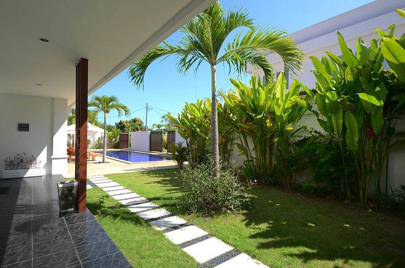 Quiet & Spacious: Apt Kuning :1 bed with shared pool: Cool Bali Villas, holiday rental in Serangan