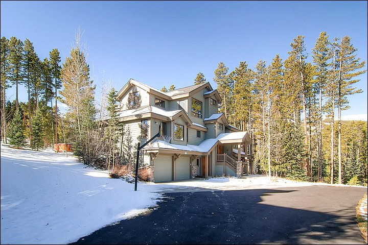 Luxurious Ski-In/Ski-Out Boulder Ridge Lodge