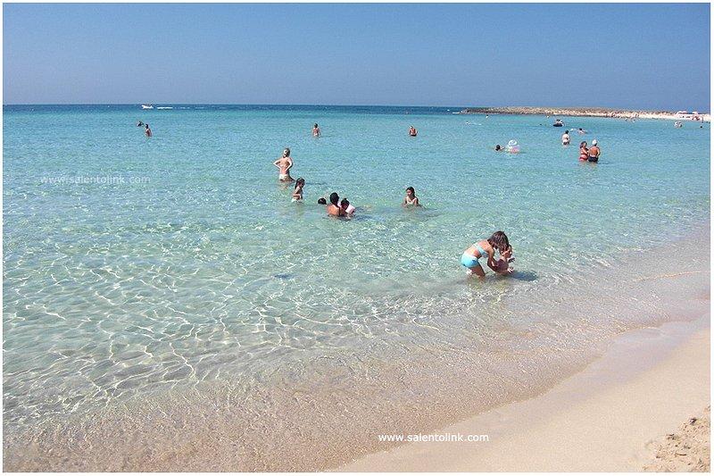 Villetta a soli 10metri dal mare al centro del paese, holiday rental in Villaggio Boncore