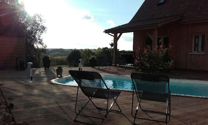 Maison bois avec piscine, aluguéis de temporada em Grolejac