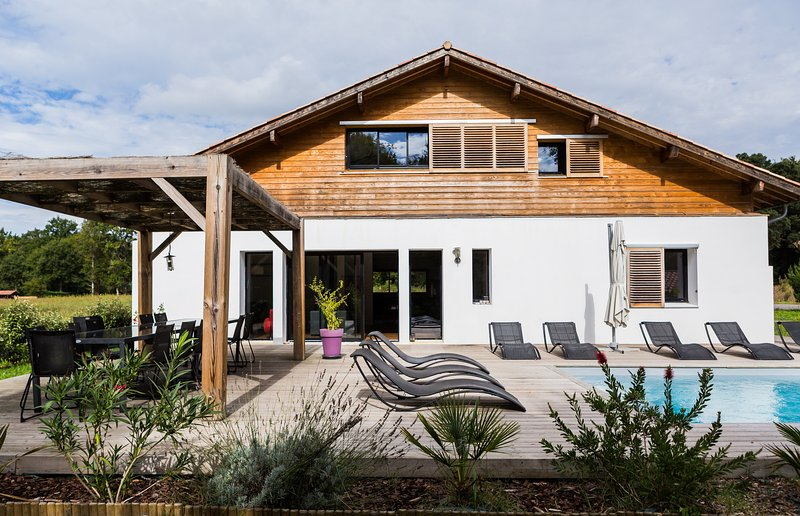 Contemporary villa situated in a little 'oasis' of tranquility yet only a short drive to beaches