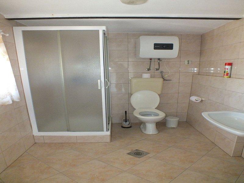 A2 (8): bagno con wc
