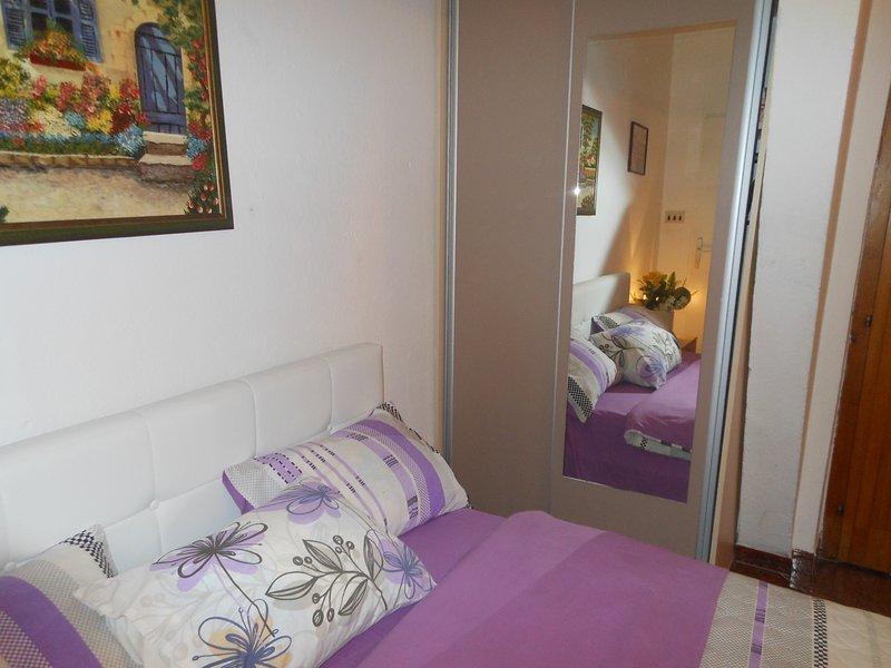 Апартаменты в Тивате, location de vacances à Donja Lastva