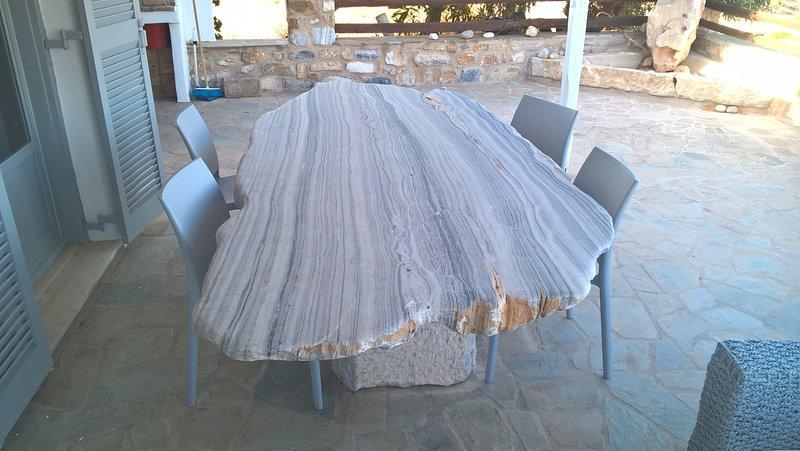 En dehors de la table de marbre