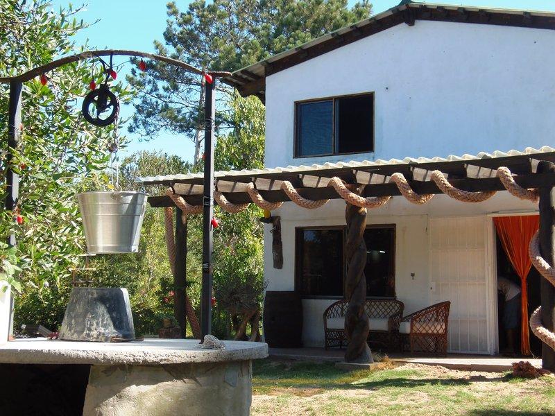 Linda casita en el bosque 'Girasoles', holiday rental in Punta del Diablo