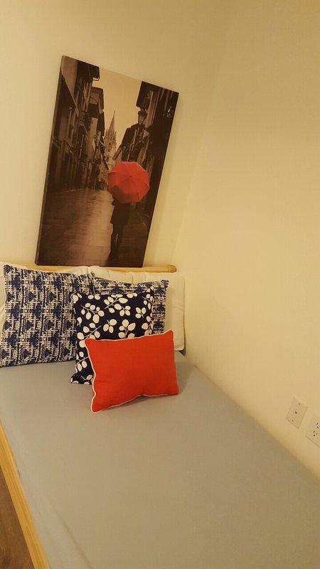 cama individual en el foso