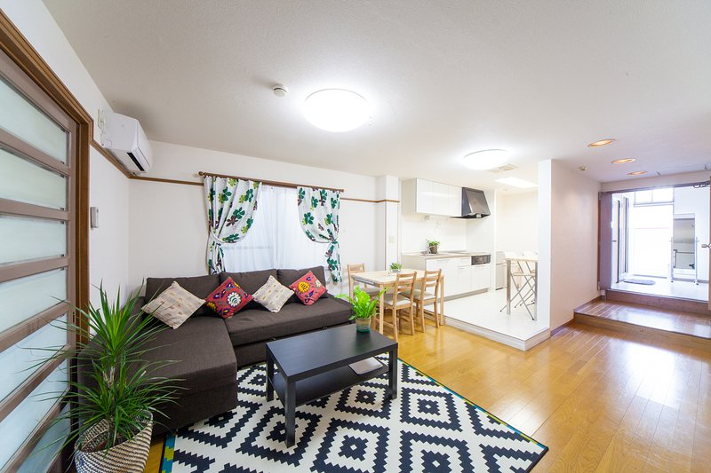 Licensed Spacious Apt Shinsaibashi, holiday rental in Dotombori