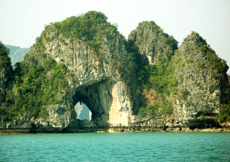 papaya Ha Long 2 Day 1 Night, holiday rental in Hanoi