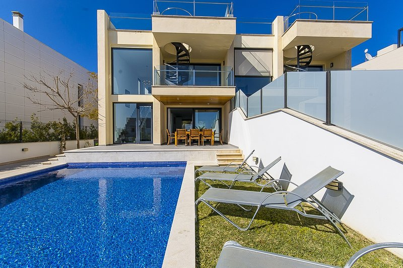 Villa Aqua, Ferienwohnung in Port d'Alcúdia