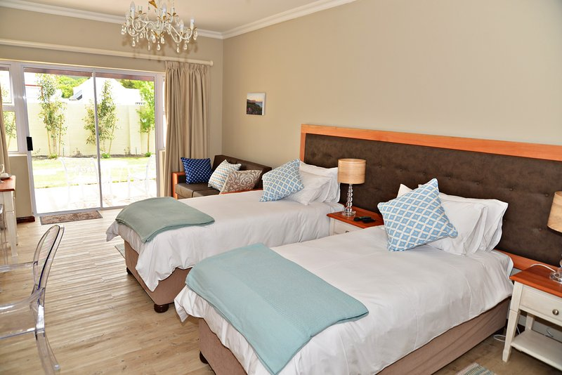 Deluxe Rooms with walk-in shower (Rm 2 or 3), holiday rental in Onrus