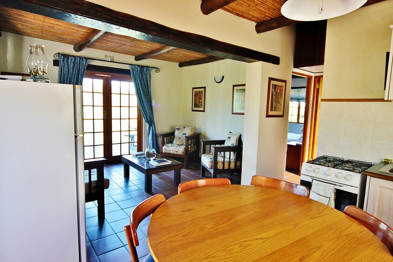 Klipspringer Self Catering Accommodation - Private Nature Reserve - Hot Tubs, holiday rental in Ladismith