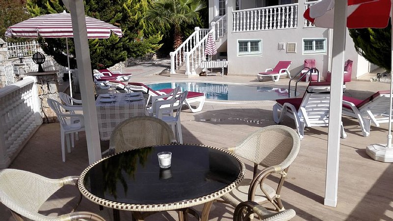Good location, very close to beach and town center. Very relaxing place.