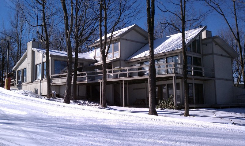 Hidden Valley ski in/ski out luxury home. Mini Ski lodge.  The best location., location de vacances à Laughlintown