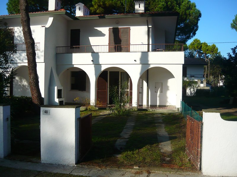 Fresh and quiet flat in a villa with 2 yards, vacation rental in Porto Garibaldi