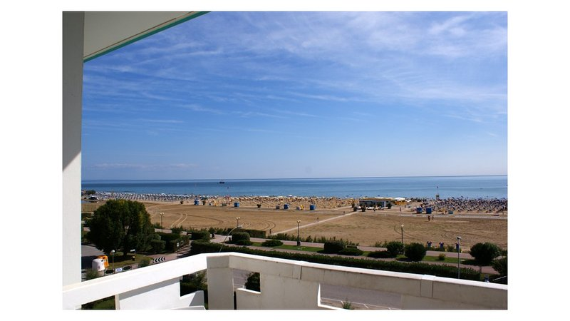 Beachfront Condo Sea View - Airco - Covered Private Parking, vacation rental in Bibione