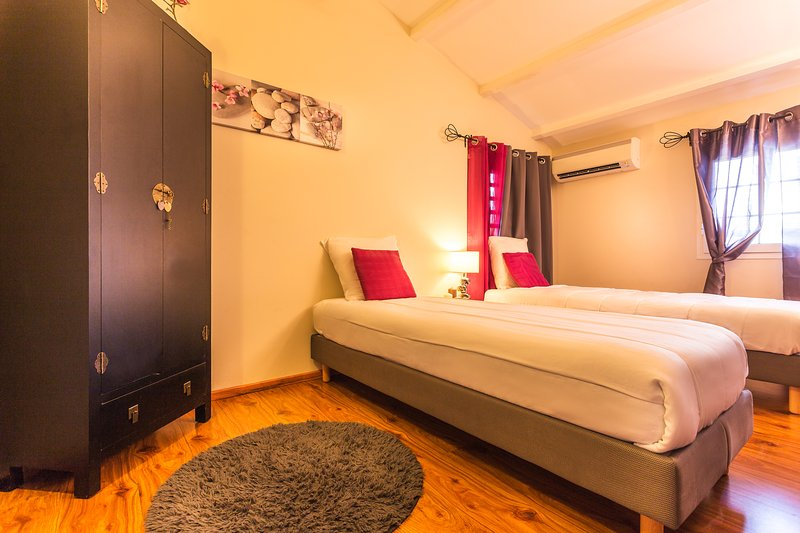 Bedroom 3 - upstairs - hotel-quality beds joinable 160
