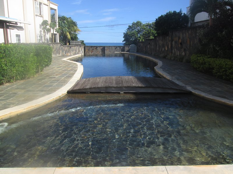 sea views and 2 swimming pools (children and adults)