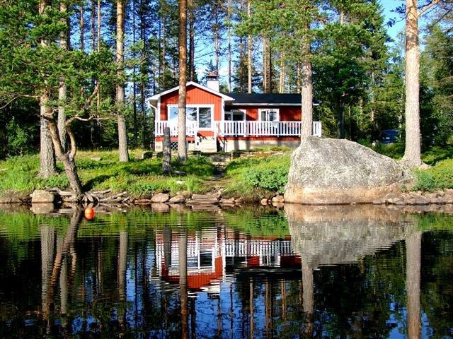 LAKE NISSÅNGEN - Lakefront Bad Boat Sauna Fishing, vacation rental in Stollet