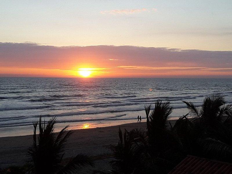 Beach front condo near Canoa, holiday rental in San Vicente