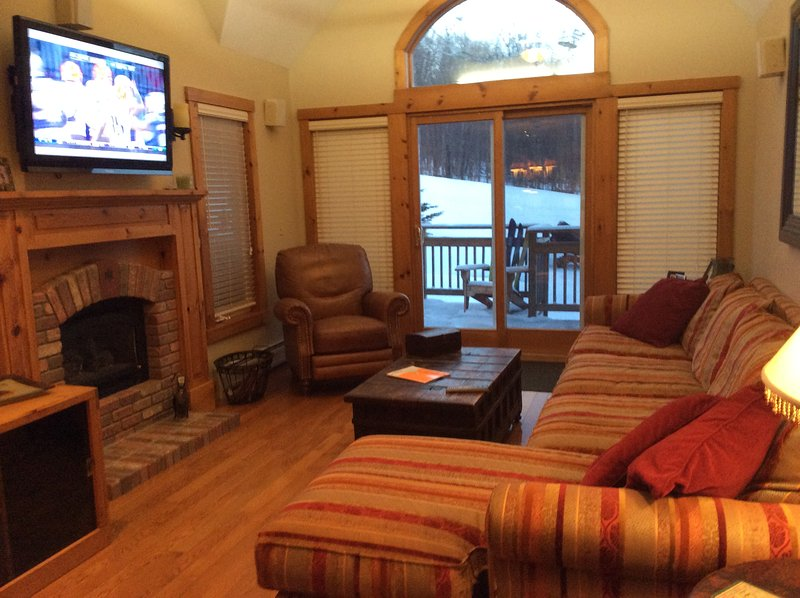 Jay Peak 5 Bed Townhome Ski-on Ski-Off, location de vacances à Sutton
