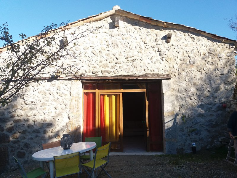 Gite the barn of the old village, quiet, private parking, overlooking the plateau Solaure 15 km from Die