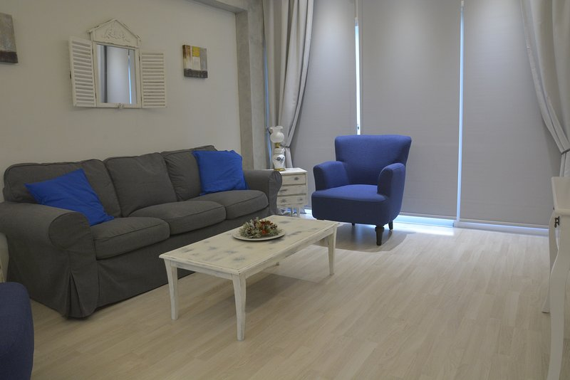 CENTRAL SUITES NICOSIA / THE ARMONIA SUITE  , IN THE HEART OF THE CITY, Ferienwohnung in Nikosia