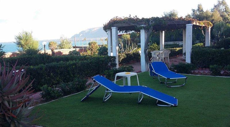 Magnolia Bianca seafront villa, holiday rental in Trappeto