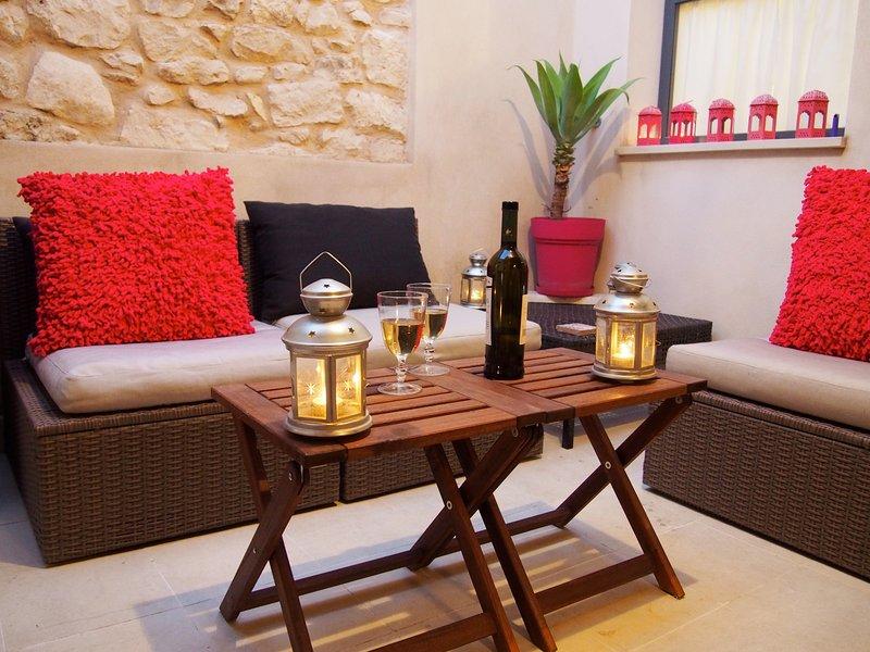 Profitez d'un délicieux verre de vin sicilien après une longue journée de visites ....
