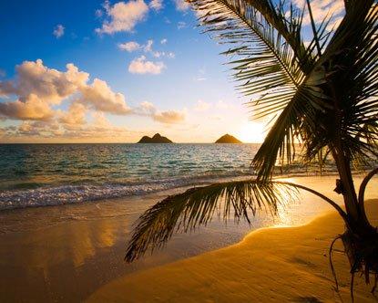 Questo il sorgere del sole dietro le isole gemelle o Mokulua.
