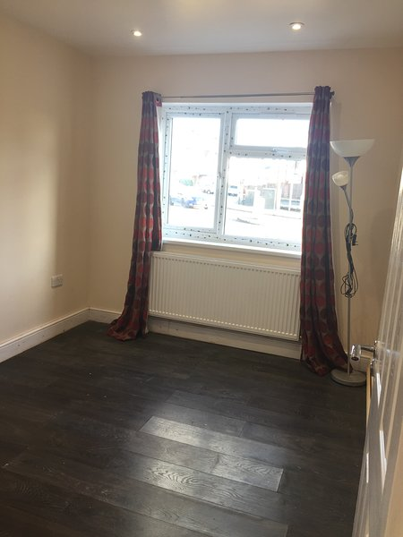 watford short term let double bedroom with ensuite for females only, vacation rental in Northwood