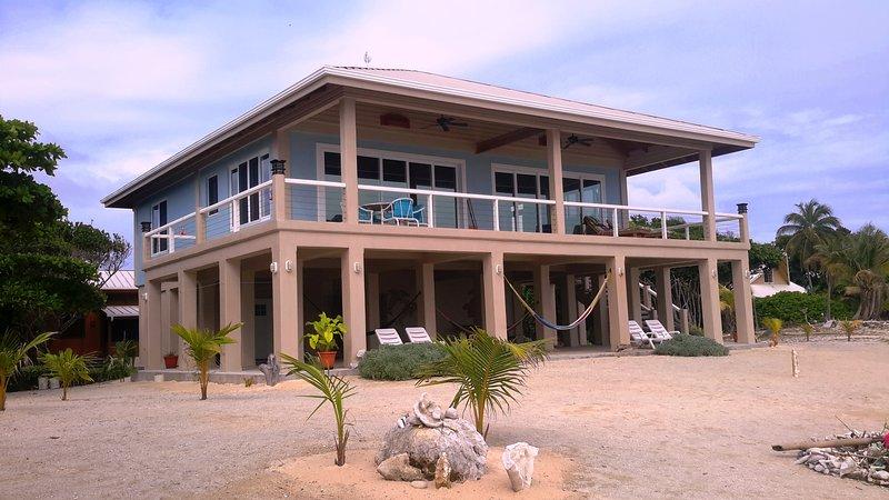 Seaclusion -Spectacular Ocean Front Home, location de vacances à La Ceiba