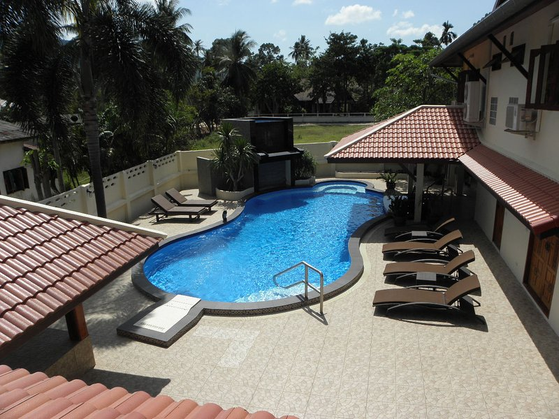 Fantastic Pool With Swim-up Bar, Waterfall, Jacuzzi, Swim Jet & It's Own Lounge With TV & BBQ Area